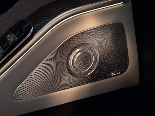 Das Bild zeigt das Burmester® High-End 4D-Surround-Soundsystem in der Mercedes-Benz S-Klasse Limousine.