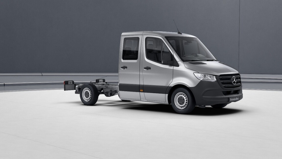 Sprinter Chassis Cab, wheelbase 3665 mm, 40.6 cm (16-inch) steel wheels, iridium silver