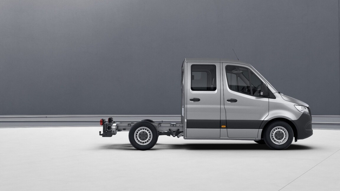 Sprinter Chassis Cab, wheelbase 3250 mm, 40.6 cm (16-inch) steel wheels, iridium silver
