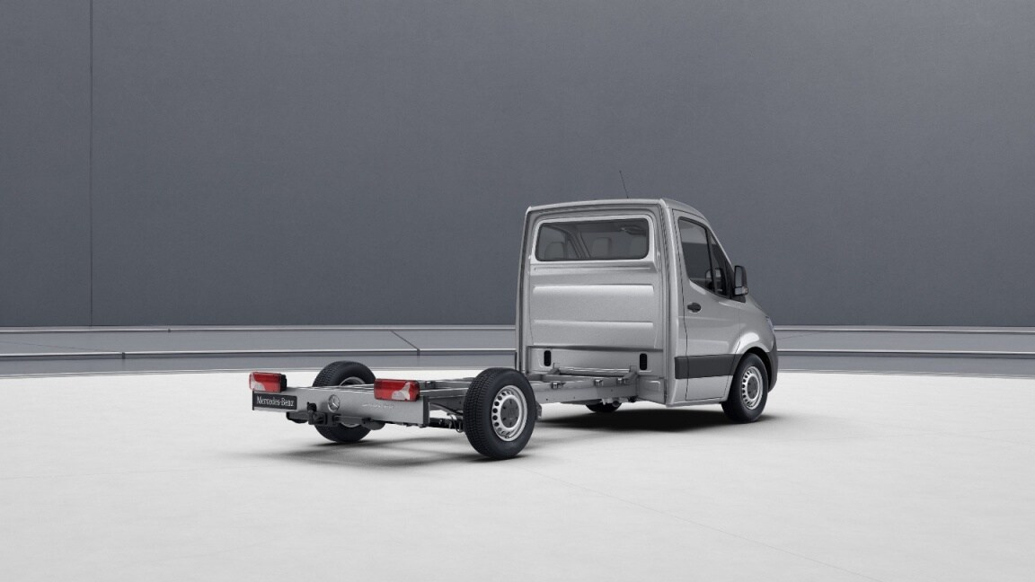 Sprinter Chassis Cab, wheelbase 3665 mm, 40.6-cm (16-inch) steel wheels, iridium silver