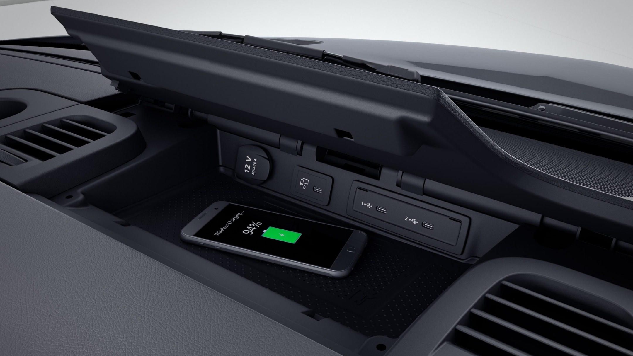 Sprinter Chassis Cab, stowage compartment for smartphones including wireless charging