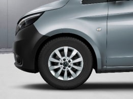 Vito Tourer, 40.6-cm (16-inch) 10-spoke light-alloy wheels, painted in vanadium silver