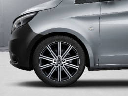 Vito Tourer, 48.3 cm (19-inch) 10-spoke light-alloy wheels