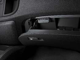 Vito Tourer, lockable glove compartment